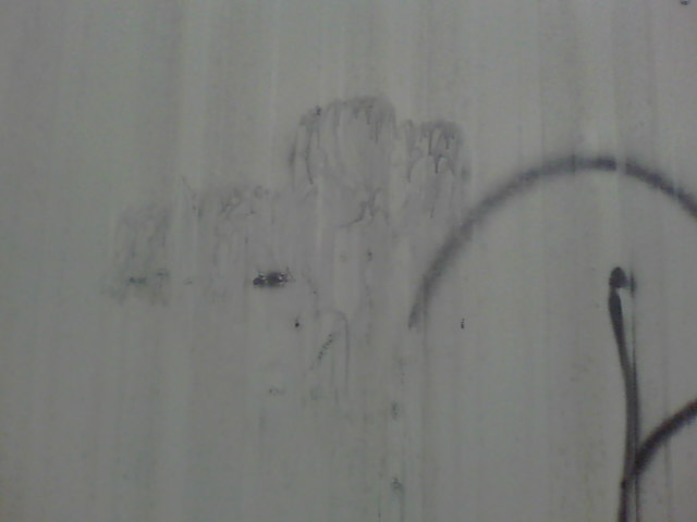 Graffiti removal from metal fencing